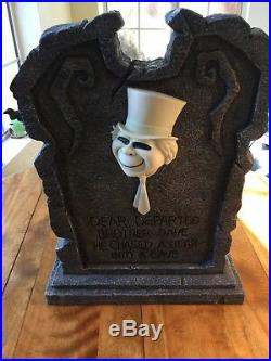 BIG Disney Haunted Mansion Hitchhiking Ghost Phineas Lighted Tombstone LlKE NEW