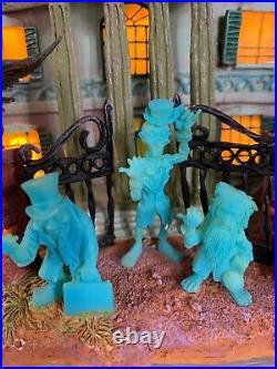 Beautiful Disneyland Haunted Mansion Hitchhiking Ghosts Light Up House Rare