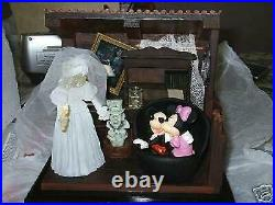 Disney Haunted Mansion Happy Haunts Ball who lives in your attic statue Ltd Ed