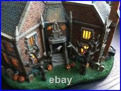 Disney The Haunted Mansion Village Light up RARE & RETIRED withbox 2007