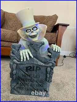 Disney's Haunted Mansion Light Up Tombstone Phineas and Hatbox Ghost